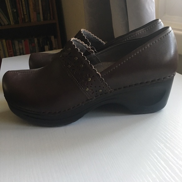 f32f32c4bcbbe Women's Sanita Danish design brown leather clogs